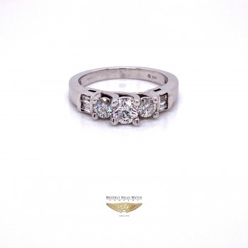 Round Brilliant Cut Three Diamond Ring Engagement Ring H38LT9 - Beverly Hills Watch and Jewelry Company